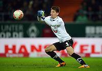 FUSSBALL   1. BUNDESLIGA   SAISON 2012/2013    20. SPIELTAG SV Werder Bremen - Hannover 96                           01.02.2013 Torwart Ron Robert Zieler (Hannover 96) kann retten