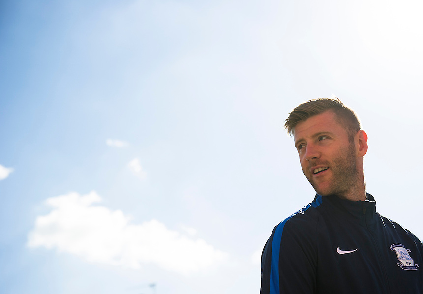 Preston North End's Paul Gallagher<br /> <br /> Photographer Ashley Western/CameraSport<br /> <br /> Football - The Football League Sky Bet Championship - Brentford v Preston North End - Saturday 19th September 2015 - Griffin Park - London<br /> <br /> &copy; CameraSport - 43 Linden Ave. Countesthorpe. Leicester. England. LE8 5PG - Tel: +44 (0) 116 277 4147 - admin@camerasport.com - www.camerasport.com