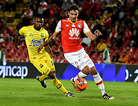 BOGOTA - COLOMBIA - 15 - 04 - 2017: Jose Moya (Der.) jugador de Independiente Santa Fe disputa el balón con Jhony Cano (Izq.) jugador de Atletico Bucaramanga, durante partido de la fecha 13 entre Independiente Santa Fe y Atletico Bucaramanga, por la Liga Aguila I-2017, en el estadio Nemesio Camacho El Campin de la ciudad de Bogota. / Jose Moya (R) player of Independiente Santa Fe struggles for the ball with Jhony Cano (L) player of Atletico Bucaramanga, during a match of the date 13 between Independiente Santa Fe and Atletico Bucaramanga, for the Liga Aguila I -2017 at the Nemesio Camacho El Campin Stadium in Bogota city, Photo: VizzorImage / Luis Ramirez / Staff.