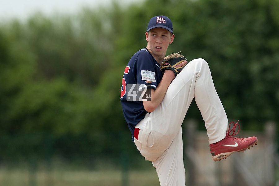 22 May 2009: Ely Suray of La Guerche pitches against Montigny during the 2009 challenge de France, a tournament with the best French baseball teams - all eight elite league clubs - to determine a spot in the European Cup next year, at Montpellier, France.