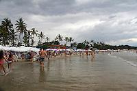 GUARUJA, SP, 14 DE JANEIRO 2012. CLIMA TEMPO. Ceu nublado na praia de Pernambuco, no Guarujá, litoral sul de SP, na tarde deste sabado, 14. FOTO MILENE CARDOSO - NEWS FREE