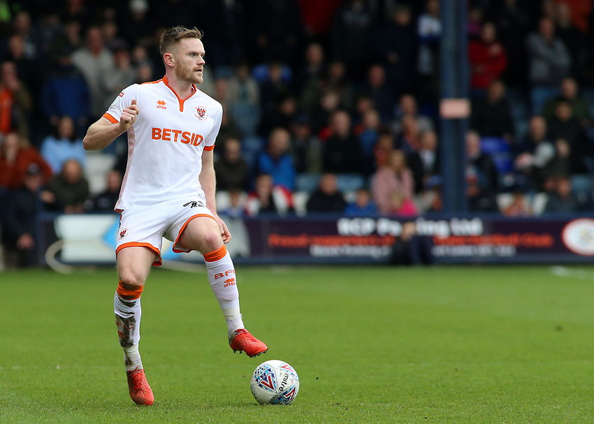 Blackpool's Oliver Turton in action<br /> <br /> Photographer David Shipman/CameraSport<br /> <br /> The EFL Sky Bet League One - Luton Town v Blackpool - Saturday 6th April 2019 - Kenilworth Road - Luton<br /> <br /> World Copyright © 2019 CameraSport. All rights reserved. 43 Linden Ave. Countesthorpe. Leicester. England. LE8 5PG - Tel: +44 (0) 116 277 4147 - admin@camerasport.com - www.camerasport.com