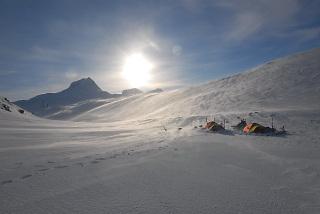 Telting ved Suliskongen,Tenting