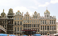 Brussels: Grand Place, West Side. From left (south): The Fox (Haberdashers), 1699; The Horn (Boatmen), 1697; The She-wolf (Archers), 1696; The Sack (Carpenters), 1697; and Greasers (1696) & Bakers (1696)  Photo '87.