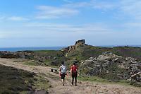 Grosnez Castle und Wanderweg bei Le Pinacle im Nordosten, Insel Jersey, Kanalinseln