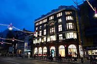 Nederland - Amsterdam -  2018.  Het Rokin. Een filiaal van H&M is gevestigd in de voormalige Bonneterie.  Foto Berlinda van Dam / Hollandse Hoogte