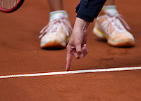 France, Paris, 02.06.2014. Tennis, French Open, Roland Garros, Umpire point out where the ball hit the clay<br /> Photo:Tennisimages/Henk Koster