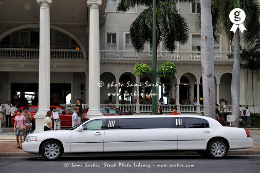 Limousine car nearby a hotel at Waikiki (Licence this image exclusively with Getty: http://www.gettyimages.com/detail/85071205 )