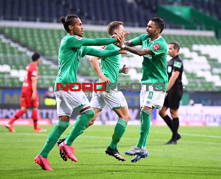 Jubel 1:1: Torschuetze Theodor Gebre Selassie (Bremen)/l mit Leonardo Bittencourt (Bremen).<br /><br />Sport: Fussball: 1. Bundesliga: Saison 19/20: 26. Spieltag: SV Werder Bremen - Bayer 04 Leverkusen, 18.05.2020<br /><br />Foto: Marvin Ibo GŸngšr/GES /Pool / via gumzmedia / nordphoto