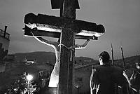 - Palazzo Adriano (Palermo) celebrazioni della Pasqua, sacra rappresentazione della Crocefissione (aprile 1983)....- Palazzo Adriano (Palermo) celebrations of the Easter, sacred performance of crucifixion (April 1983)