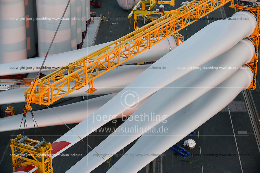 GERMANY Bremerhaven, shipping of SENVION rotor blades for RWE offshore wind park in the North Sea / DEUTSCHLAND Bremerhaven, Verladung von SENVION Rotorblaettern fuer Windkraftanlagen fuer einen RWE off-shore Windpark in der Nordsee