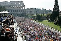 La partenza della Maratona di Roma al Colosseo, 22 marzo 2009..A view of the Rome's Marathon during the start at the Colosseum, 22 march 2009..UPDATE IMAGES PRESS/Riccardo De Luca