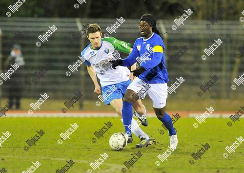 2015-03-07 / voetbal / seizoen 2014-2015 / KV Turnhout - Hasselt / Boatey Amoo (r) (Turnhout) met de bal aan de voet met links van hem Kenneth Ulenaers (Hasselt)