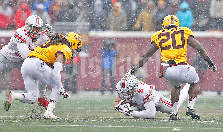Ohio State Univeristy tight end Jeff Heuerman secures an on side kick by the Gophers late in the second half at TCF Bank Stadium on November 15, 2014. (Chris Russell/Dispatch Photo)