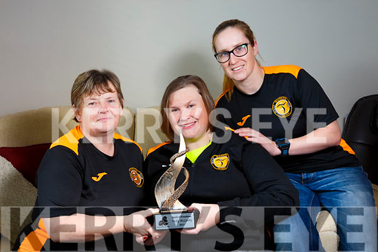Vicky McCarthy, Manor Tralee, winner of the Spirt of Triathlon Award for 2017 here with mom and sister Ann McCarthy and Leanne McCarthy