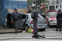 SAO PAULO, SP, 25 DEJUNHO 2012 - ROUBO A CARRO - Bandidos são baleados e preso em perseguição policial na manhã desta segunda-feira (25) na Rua Pilões na Vila Carioca em região sul de São Paulo o caso foi registrado na 95 DP.(FOTOS:AMAURI NEHN/BRAZIL PHOTO PRESS)