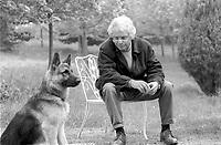 """Luca Goldoni. giornalista e scrittore, è opinionista del """"Corriere della Sera"""" e tiene una rubrica settimanale su """"il Resto del Carlino"""", """"La Nazione"""" e """"Il Giorno"""". Bologna aprile 1995. © Leonardo Cendamo"""