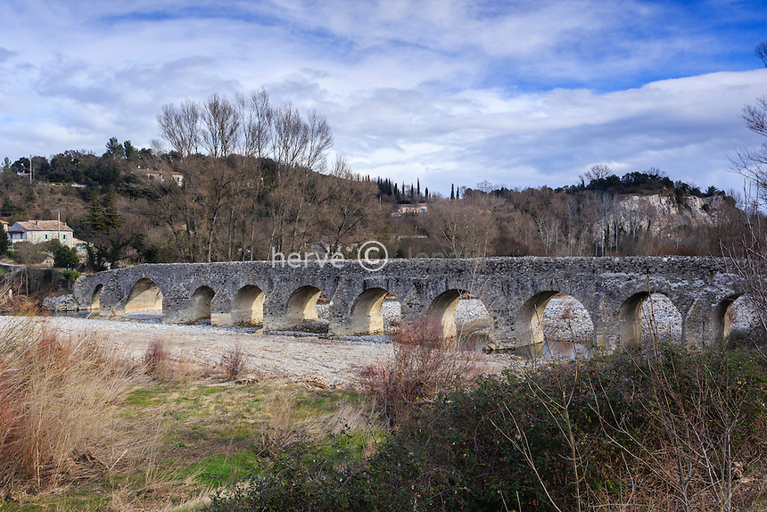 France, Ardèche (07), Viviers, le Pont Romain sur l'Escoutay