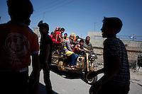 SYRIEN, 07.2014, Koreen (Provinz Idlib). Leben ohne Zentralregierung: Strassenszene. | Life without a central government: Street life.<br /> © Timo Vogt/EST&OST