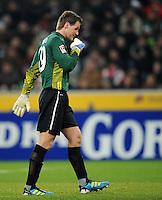FUSSBALL   1. BUNDESLIGA   SAISON 2011/2012    17. SPIELTAG Borussia Moenchengladbach - FSV Mainz 05             18.12.2011 Torwart Christian Wetklo(FSV Mainz 05) Einzelaktion am Ball