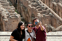 Turisti si fanno in selfie<br /> Turists taking a selfie<br /> Roma 03/10/2017. Apertura del IV e V livello del Colosseo<br /> Rome October 3rd 2017. Opening of the IV and V levels of Colosseum.<br /> Foto Samantha Zucchi Insidefoto