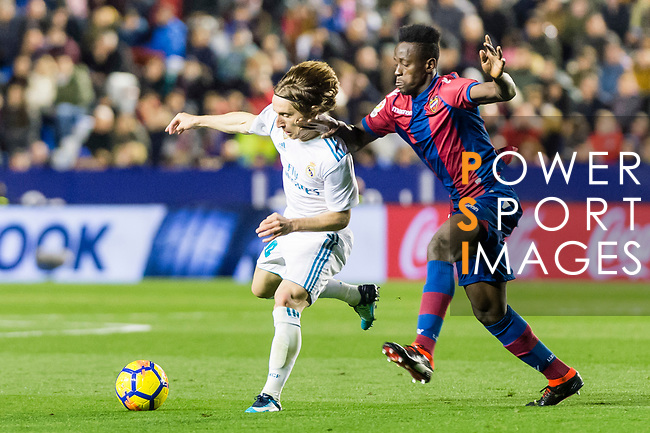 Luka Modric of Real Madrid (L) fights for the ball with Emmanuel Okyere Boateng of Levante UD (R) during the La Liga 2017-18 match between Levante UD and Real Madrid at Estadio Ciutat de Valencia on 03 February 2018 in Valencia, Spain. Photo by Maria Jose Segovia Carmona / Power Sport Images