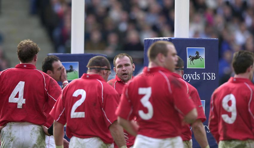 Photo. Richard Lane.Lloyds TSB Six Nations Championship. England v Wales at Twickenham. 23-3-2002.Scott Quinnell rallies his team round.