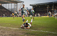 Anthony Watson of Bath Rugby scores the opening try of the match. Aviva Premiership match, between Leicester Tigers and Bath Rugby on November 29, 2015 at Welford Road in Leicester, England. Photo by: Patrick Khachfe / Onside Images