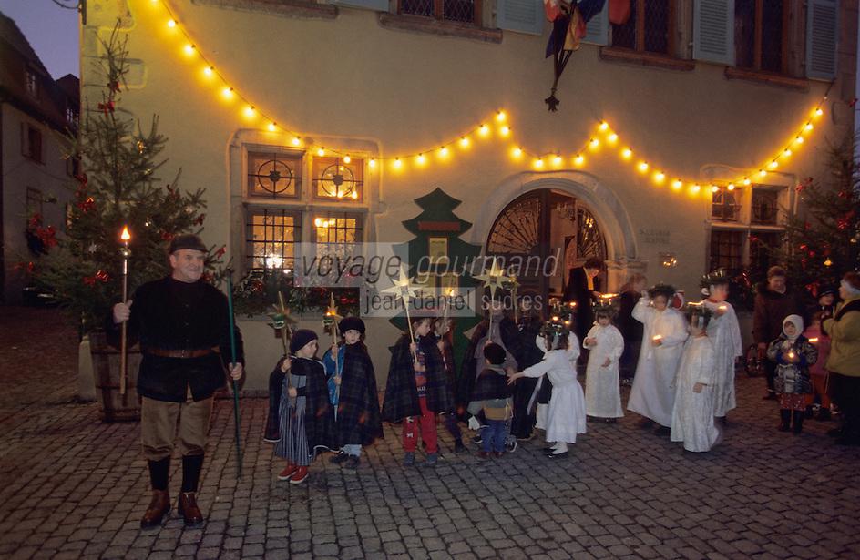 Europe/France/Alsace/68/Haut-Rhin/Turkheim: La procession d'enfants lors de l'ouverture du calendrier de l'avent