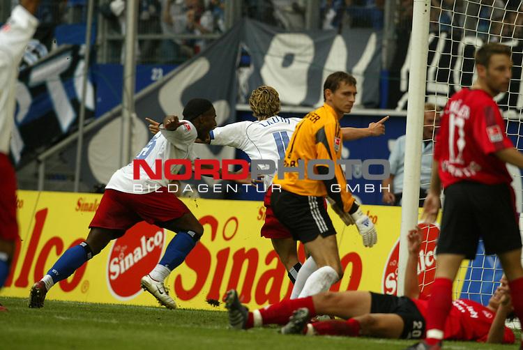 Bundesliga 2004/2005 -  Hamburger SV <br /> <br /> Hamburger SV vs 1.FC Nuernberg (NŁrnberg)<br /> Benjamin Lauth erzielt das Tor zum 4:3 Sieg und dreht verfolgt von seinem Kollegen Emile Mpenza ab. der NŁrnberger Torwart Raphael Sch&scaron;fer schaut auf dem am Boden liegenden Bartosz Bosacki, daneben Marek Mintal.<br /> <br /> <br /> <br /> Foto &copy; nordphoto - joy<br /> <br /> <br /> <br /> <br /> <br /> <br /> <br />  *** Local Caption *** Foto ist honorarpflichtig! zzgl. gesetzl. MwSt.<br /> <br /> <br /> <br /> Belegexemplar erforderlich<br /> <br /> <br /> <br /> Adresse: nordphoto<br /> <br /> <br /> <br /> Georg-Reinke-Strasse 1<br /> <br /> <br /> <br /> 49377 Vechta