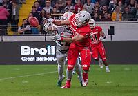 WR/CB Can Akcay (Schwäbisch Hall Unicorns) verteidigt erfolgreich gegen WR Christian Bollmann (Braunschweig Lions)- 12.10.2019: German Bowl XLI Braunschweig Lions vs. Schwäbisch Hall Unicorns, Commerzbank Arena Frankfurt