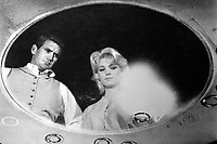 The Time Machine (1960) <br /> Rod Taylor &amp; Yvette Mimieux<br /> *Filmstill - Editorial Use Only*<br /> CAP/KFS<br /> Image supplied by Capital Pictures
