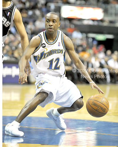 Washington, DC - January 2, 2010 -- Washington Wizards guard Earl Boykins (12) in action against the San Antonio Spurs at the Verizon Center in Washington, D.C. on Saturday, January 2, 2010..Credit: Ron Sachs / CNP..(RESTRICTION: NO New York or New Jersey Newspapers or newspapers within a 75 mile radius of New York City)