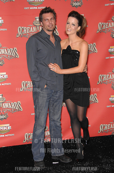 KATE BECKINSALE - winner of Scream Queen award - & husband LEN WISEMAN at the Spike TV Scream Awards 2006 at the Pantages Theatre, Hollywood..October 7, 2006  Los Angeles, CA.Picture: Paul Smith / Featureflash