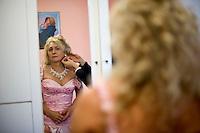 Giuseppe (Bea) della Pelle, durante i preparativi per il matrimonio.