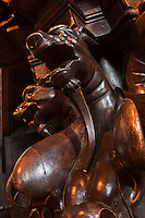 Europe/France/Aquitaine/64/Pyrénées-Atlantiques/Pays-Basque/Saint-Jean-de-Luz: L' église Saint-Jean-Baptiste- La chaire, 1878, montre Saint Michel terrassant le démon et des monstres à tête de loup, symbole de l'hérésie.