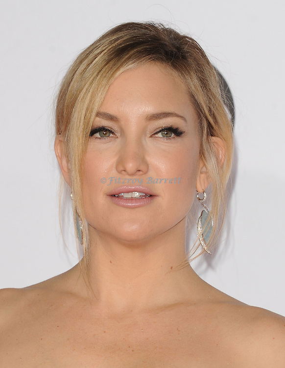 Kate Hudson arriving at the People's Choice Awards 2016 held at the Microsoft Theater L.A. Live