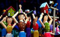 BELEM, PA, 12.10.2013 - Brinquedos tradicionais de miriti expostos na Feira do Miriti em Belém (PA) na manhã deste sábado (12). Os brinquedos de Miriti são confeccionados com uma fibra leve da palmeira também conhecida como Buriti e chamada de isopor da Amazônia e são fabricados há 200 anos no Pará. (Foto: Lucivaldo Sena / Brazil Photo Press).