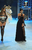 NON EXCLUSIVE PICTURE: MATRIXPICTURES.CO.UK.PLEASE CREDIT ALL USES..UK RIGHTS ONLY..Barbadian R&B pop singer Rihanna is pictured performing a concert on the runway with Namibian model Behati Prinsloo, during the 2012 Victoria's Secret lingerie fashion show, held at New York's Lexington Avenue Armory. ..NOVEMBER 7th 2012..REF: GLK 125134 /NortePhoto