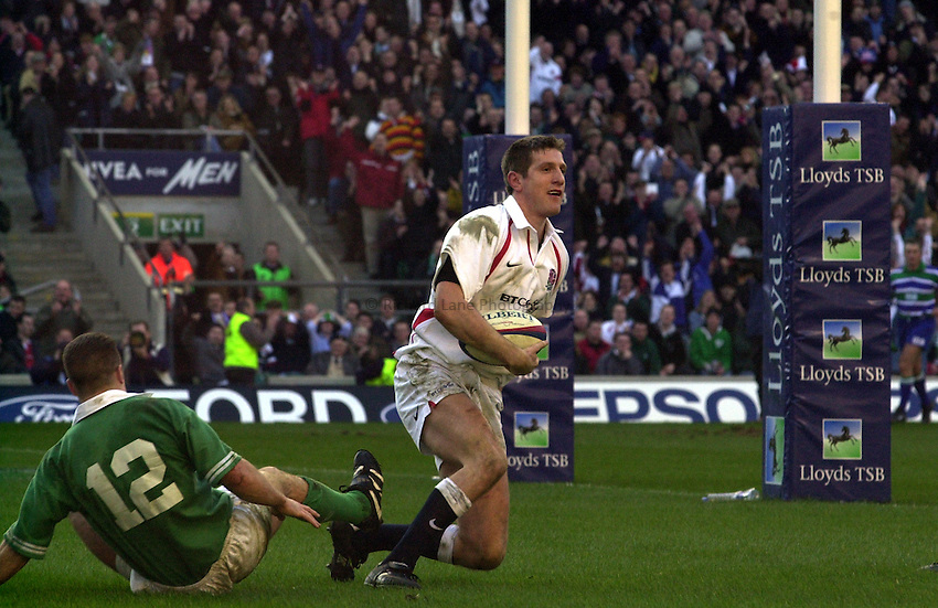 Photo. Richard Lane. .England v Ireland at Twickenham. Lloyds TSB Six Nations Championship..16-2-2002.Will Greenwood celebrates his try.
