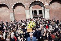 Milano: funerali di Enzo Jannacci in Sant Ambrogio