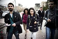 Les journalistes sont une cible privilégiée des autorités turques. Surtout les kurdes. L'homme à gauche est originaire de Nusaybin, il loge à Mardin et travaille pour l'agence de presse kurde Diha, qui est très surveillée. Son prédécesseur est en prison. Les deux femmes font partie d'une agence de presse kurde exclusivement féminine Jinha.com .