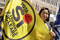 Roma, 24 Maggio 2011.Piazza Montecitorio.i comitati referendari su  Acqua,nucleare e legittimo impedimento in presidio permanente contro il tentativo di cancellare con il decreto Omnibus il referendum sul Nucleare.Satoko Watanabe leader dei Verdi giapponesi e protagonista di numerose mobilitazioni contro il nucleare in Giappone.