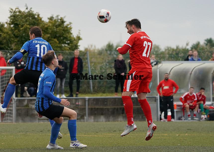 Kopfballchance Lukas Görlich (Büttelborn) - Büttelborn 03.10.2019: SKV Büttelborn vs. FSG Riedrode, Gruppenliga Darmstadt