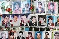 KOSOVO Pristina 9 maggio 2008 Immagini di scomparsi kosovari durante la guerra, davanti alla sede del Parlamento