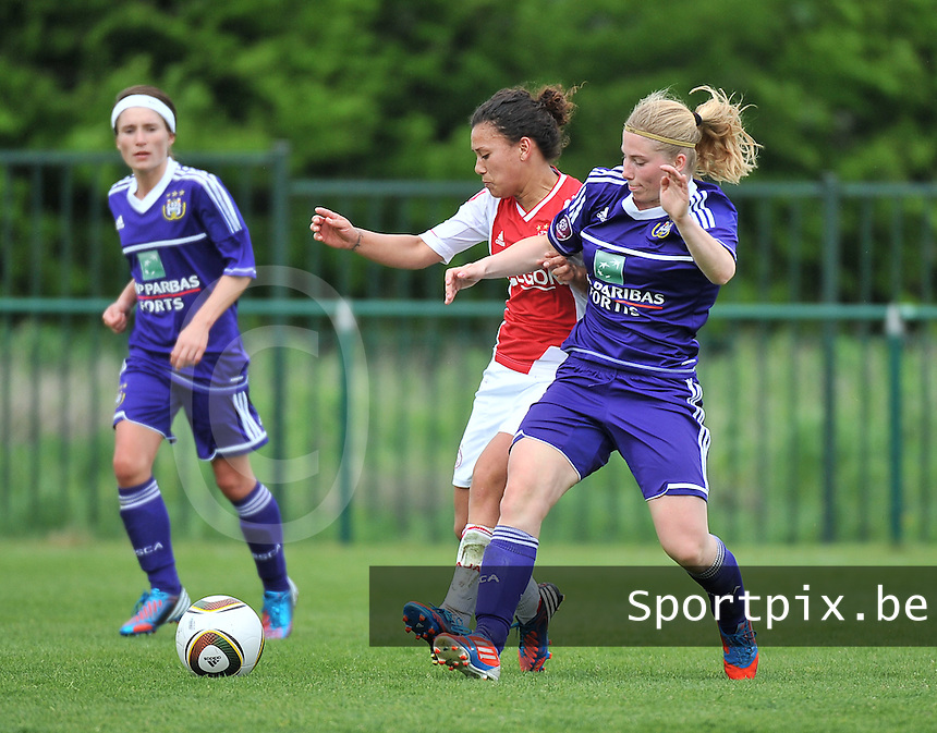 RSC Anderlecht Dames - Ajax Amsterdam : duel tussen Jana Coryn (r) en Carmen Manduapessy.foto DAVID CATRY / Nikonpro.be
