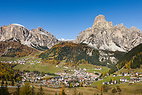 Italy, South Tyrol (Trentino-Alto Adige), Dolomites, Corvara in Badia and Colfosco in Badia with Puez mountains and summit Sassongher (right) | Italien, Suedtirol (Trentino-Alto Adige), Dolomiten, Corvara und Kolfuschg mit Puez-Gruppe und dem Sassongher rechts