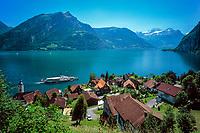 Schweiz, Kanton Uri, Bauen: Blick ueber Bauen und den Urnersee auf Fronalpstock (1.922 m) | Switzerland, Canton Uri, Bauen: view across Bauen and Urner lake (part of Lake Lucerne) at Fronalpstock mountain (1.922 m)