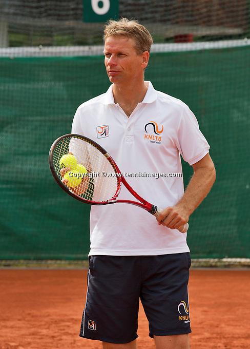 Austria, Kitzbuhel, Juli 14, 2015, Tennis, Davis Cup, Training Dutch team, Captain Jan Siemerink <br /> Photo: Tennisimages/Henk Koster