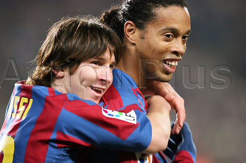 22.01.2006  Lionel Messi (li.) and Ronaldinho (both FC Barcelona) - happy with life
